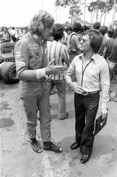 1975 Formula 1 World Championship.James Hunt (with holes in his boots) talks to Bernie Ecclestone. Portrait.World Copyright: LAT PhotographicRef: Black & print