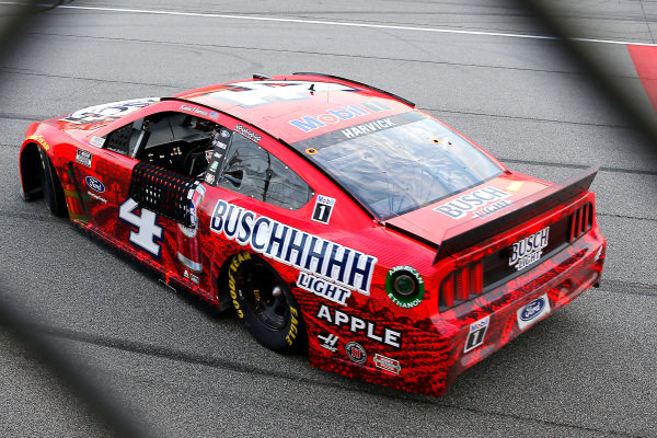 #4: Kevin Harvick, Stewart-Haas Racing, Ford Mustang Busch Light Apple celebrates his win