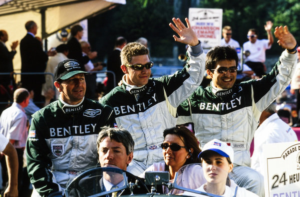 Martin Brundle, Guy Smith & Stéphane Ortelli on the drivers' parade.