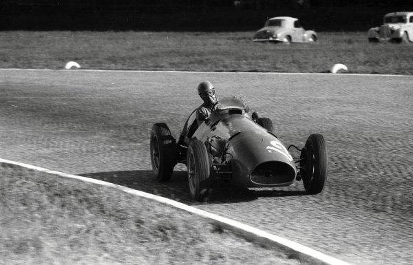 1952 Italian Grand Prix.Monza, Italy. 7 September 1952.Alberto Ascari (Ferrari 500), 1st position.Ref-52/48 #20A.World Copyright - LAT Photographic