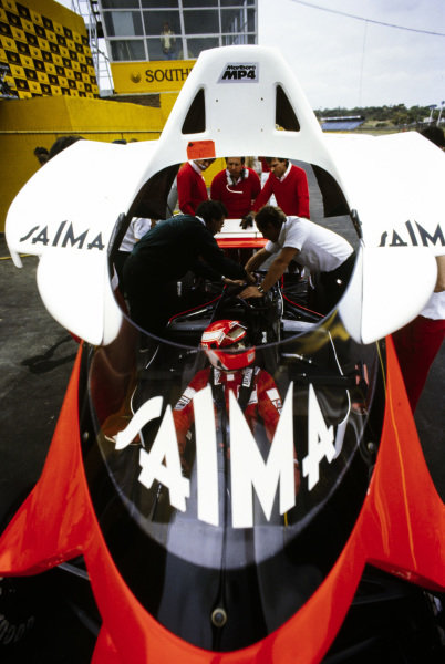 Niki Lauda, McLaren MP4-2 TAG, has bodywork placed over him.