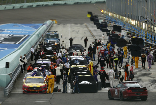 Teams begin to cover their cars during a weather delay, Copyright: Michael Reaves/Getty Images.