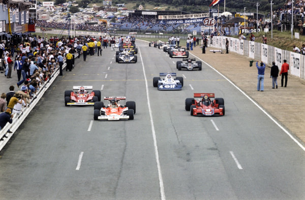 Pole sitter James Hunt, McLaren M23 Ford leads the field away for the formation lap with Carlos Pace, Brabham BT45B Alfa Romeo alongside.