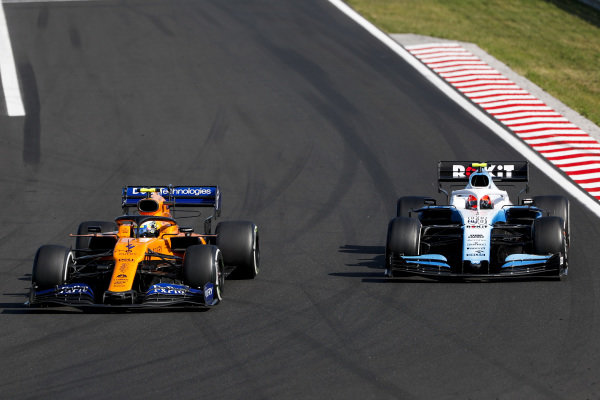 Lando Norris, McLaren MCL34, leads Robert Kubica, Williams FW42