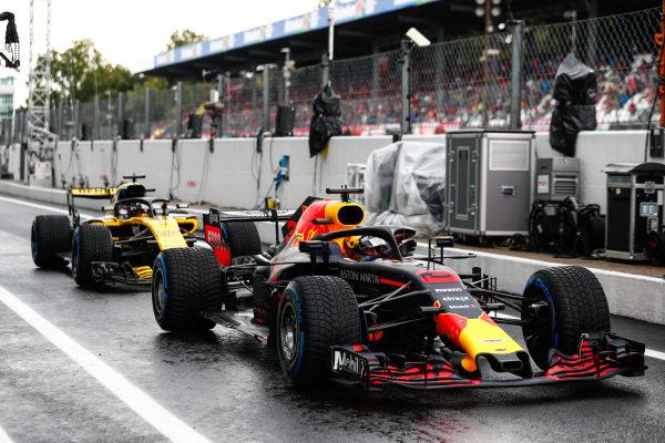 Daniel Ricciardo, Red Bull Racing RB14 Tag Heuer, in front of Nico Hulkenberg, Renault Sport F1 Team R.S. 18.