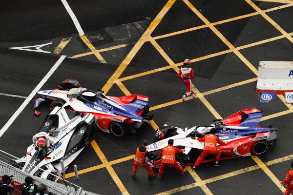 Felipe Nasr (BRA), GEOX Dragon Racing climbs out of his Penske EV-3 as marshals work to remove Jérôme d'Ambrosio's (BEL), Mahindra Racing, M5 Electro