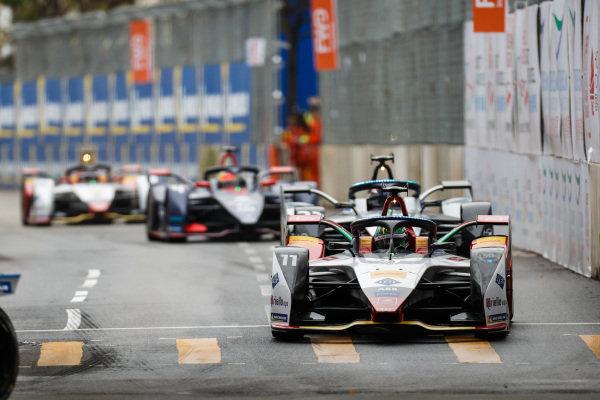 Lucas Di Grassi (BRA), Audi Sport ABT Schaeffler, Audi e-tron FE05 leads Sébastien Buemi (CHE), Nissan e.Dam, Nissan IMO1