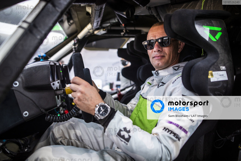 Stephane Sarrazin (FRA), Veloce Racing, with his TW Steel watch in the pits