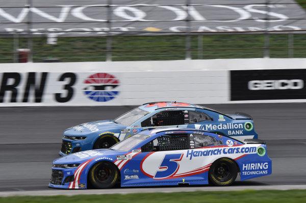 #5: Kyle Larson, Hendrick Motorsports, Chevrolet Camaro HendrickCars.com, #43: Erik Jones, Richard Petty Motorsports, Chevrolet Camaro Medallion Bank
