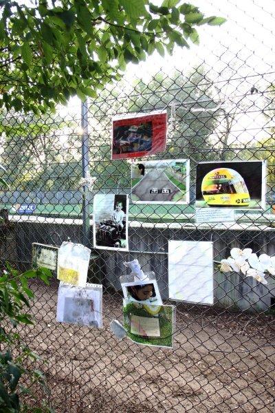 Memorials at Imola for Ayrton Senna (BRA). Imola Track Walk, Imola, San Marino, Thursday 17 September 2009.
