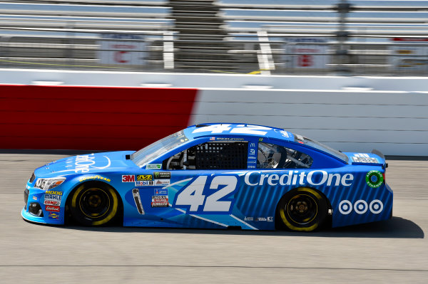 Monster Energy NASCAR Cup Series Toyota Owners 400 Richmond International Raceway, Richmond, VA USA Friday 28 April 2017 Kyle Larson, Chip Ganassi Racing, Credit One Bank Chevrolet SS World Copyright: Nigel Kinrade LAT Images ref: Digital Image 17RIC1nk01185