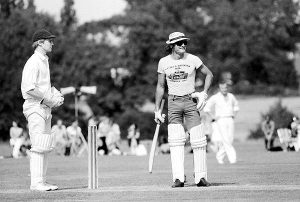 Mike Hailwood (GBR), McLaren, prepares to bat at a charity cricket match held on the day following the GP.