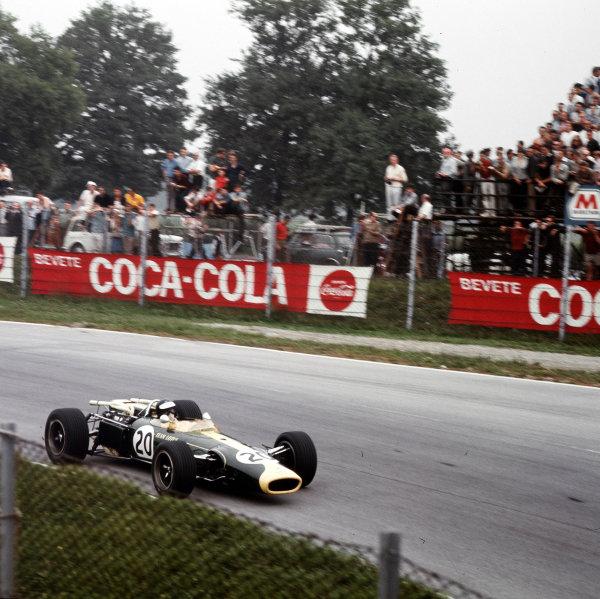 Monza, Italy. 2-4 September 1966.Jim Clark (Lotus 43 BRM) in practice.Ref-3/2361.World Copyright - LAT Photographic