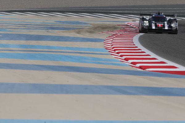 2016 FIA World Endurance Championship Rookie Test, Bahrain International Circuit, 20th November 2016, Timo Bernard, Yannick Dalmas, Gustavo MENEZES - Porsche Team Porsche 919 Hybrid World Copyright. Jakob Ebrey/LAT Photographic