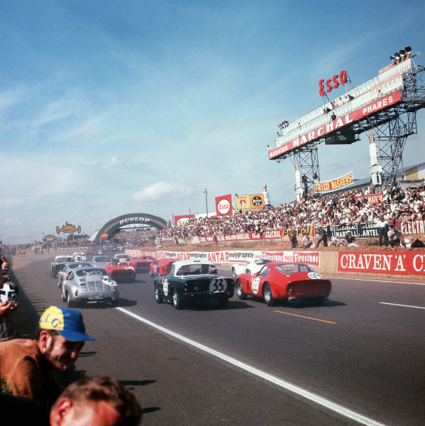 Le Mans, France. 23rd - 24th June 1962.Jean Beurlys/Elde (Ferrari 250 GTO), 3rd position and Paddy Hopkirk/Peter Jopp (Sunbeam Alpine), retired, follow the leaders at the start of the race, action. World Copyright: LAT Photographic.Ref: 555.