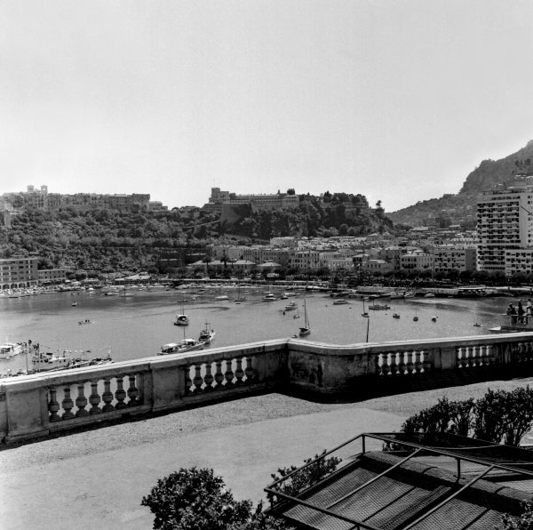 1958 Monaco Grand Prix. Monte Carlo, Monaco. 18th May 1958. A view of the harbour and Royal Palace from Massenet, atmosphere. World Copyright: LAT Photographic.  Ref:  1958