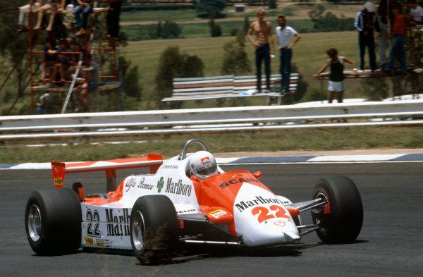 Kyalami, South Africa.13-15 October 1982.Andrea de Cesaris (Alfa Romeo 179D) 13th position.Ref-82 SA 33.World Copyright - LAT Photographic