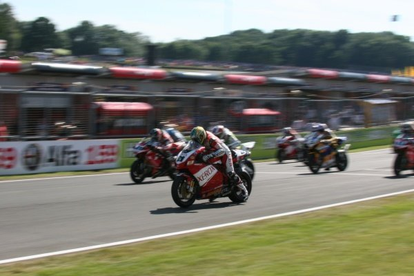 2007 World Superbike Championship. Brands Hatch, England. 3rd - 5th August 2007. Troy Bayliss leads at the start of race two, action. World Copyright: Kevin Wood/LAT Photographic ref: Digital Image
