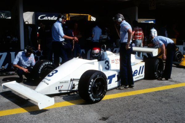 Eddie Cheever (USA), Tyrrell 011 waits in the pits. The Tyrrell team had introduced revised front and rear suspension which lengthened the wheel-base of the car resulting in a re-designed front nose and wing.