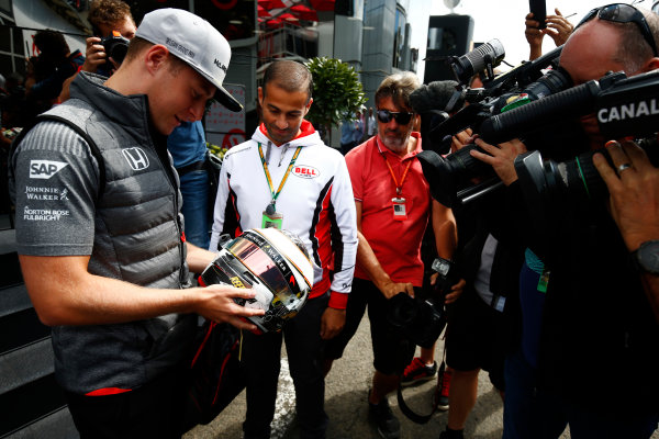 Spa Francorchamps, Belgium.  Thursday 24 August 2017. Stoffel Vandoorne, McLaren, examines a helmet in front of media. World Copyright: Andy Hone/LAT Images  ref: Digital Image _ONZ8208
