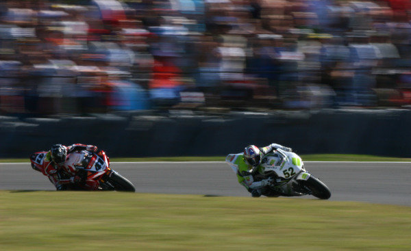 Brands Hatch, England. 3rd - 5th August 2007. James Toseland, Honda CBR1000RR (1st position), leads Noriyuki Haga, Yamaha YZF R1 (2nd position), action. World Copyright: Kevin Wood/LAT Photographic ref: Digital Image IMG_8919a