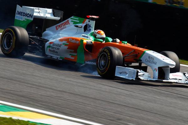 Interlagos, Sao Paulo, Brazil. 25th November 2011. Adrian Sutil, Sahara Force India VJM04 Mercedes, locks a wheel. Action. World Copyright:Steven Tee/LAT Photographic ref: Digital Image _A8C7896