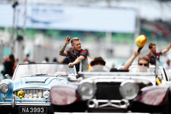 Sepang International Circuit, Sepang, Malaysia. Sunday 01 October 2017. Kevin Magnussen, Haas F1, waves to fans from an Austin Healey on the drivers' parade. World Copyright: Glenn Dunbar/LAT Images  ref: Digital Image _X4I2351
