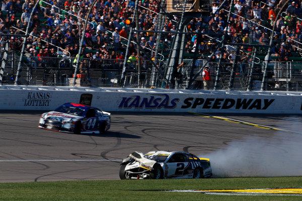 14-16 October, 2016, Kansas City, Kansas, USA Brad Keselowski crashes ?2016, Phillip Abbott LAT Photo USA