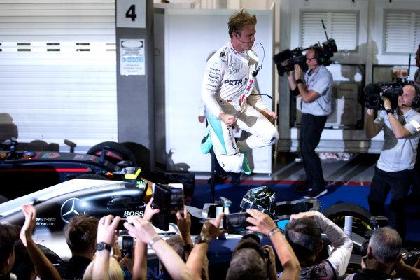 Marina Bay Circuit, Marina Bay, Singapore. Sunday 18 September 2016. Nico Rosberg, Mercedes AMG, 1st Position, leaps down from his car in celebration after winning the race. World Copyright: Glenn Dunbar/LAT Photographic ref: Digital Image _31I7060