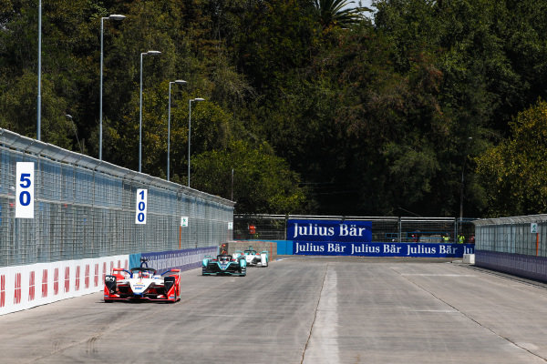 Jérôme d'Ambrosio (BEL), Mahindra Racing, M5 Electro leads Mitch Evans (NZL), Panasonic Jaguar Racing, Jaguar I-Type 3 and Tom Dillmann (FRA), NIO Formula E Team, NIO Sport 004