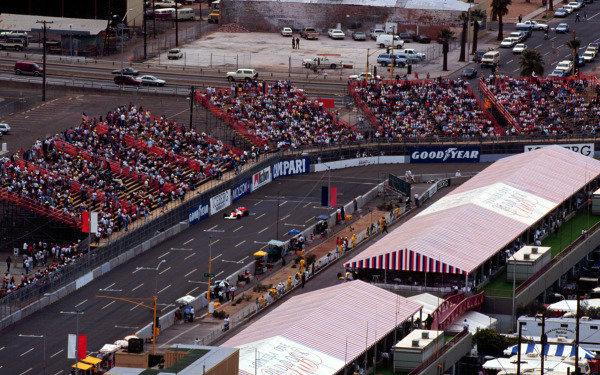 1990 United States Grand Prix.Phoenix, Arizona, USA.9-11 March 1990.Gerhard Berger (McLaren MP4/5B Honda) qualifies in pole position.World Copyright - LAT Photographic
