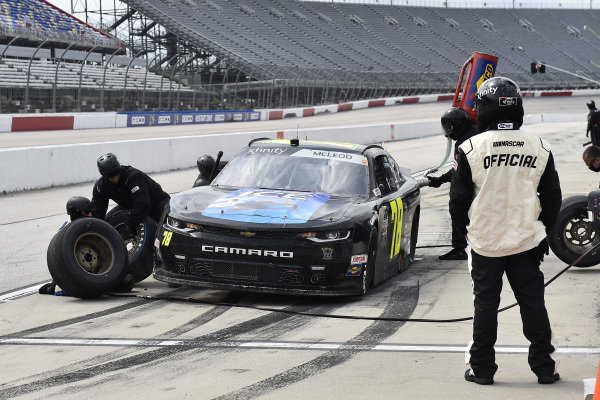 #78: B.J. McLeod, B.J. McLeod Motorsports, Chevrolet Camaro Koolbox Ice pit stop
