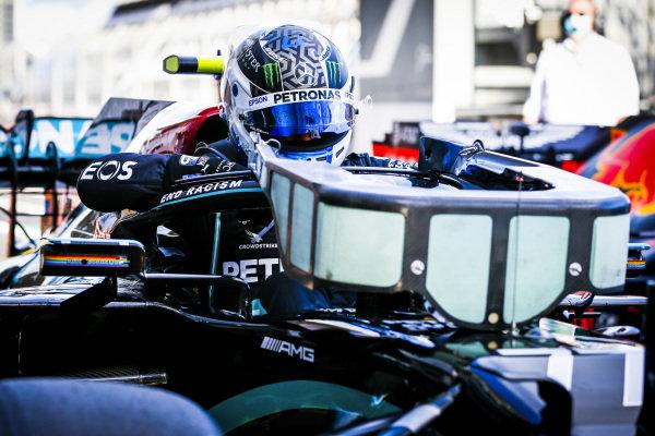 Pole Sitter Valtteri Bottas, Mercedes-AMG Petronas F1 in Parc Ferme
