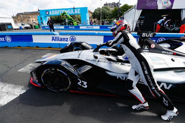 Sébastien Buemi (CHE), Nissan e.Dams, pushes his Nissan IMO1