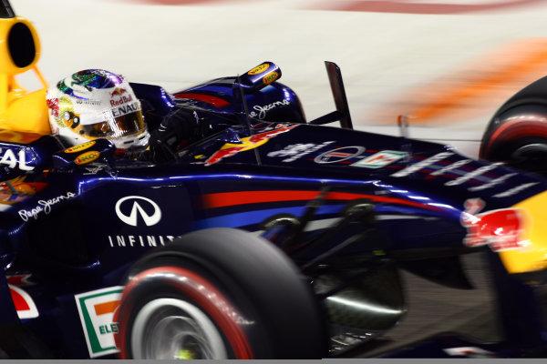 Marina Bay Circuit, Singapore.24th September 2011.Sebastian Vettel, Red Bull Racing RB7 Renault. Action. World Copyright: Andy Hone/LAT Photographicref: Digital Image CSP28421