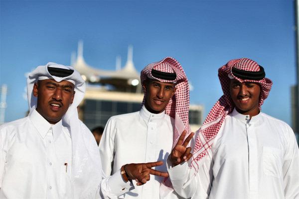 Race fans in the fanzone. Formula One World Championship, Rd3, Bahrain Grand Prix, Race, Bahrain International Circuit, Sakhir, Bahrain, Sunday 6 April 2014.  BEST IMAGE